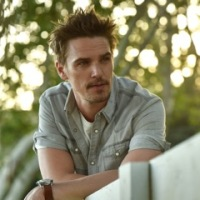 "NEW TUNE: NASHVILLE TV STAR, RILEY SMITH'S NEW SINGLE ""I'M ON FIRE"""